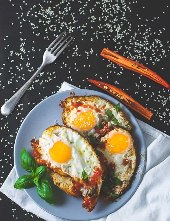 fried eggs with chilli sauce