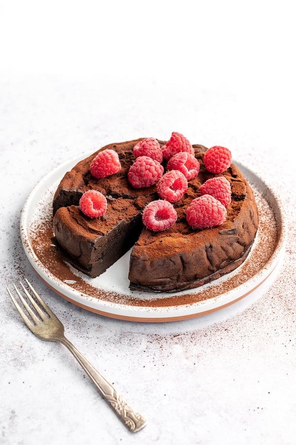 keto flourless chocolate cake